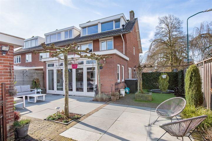 Burg v d Weijerstraat 25