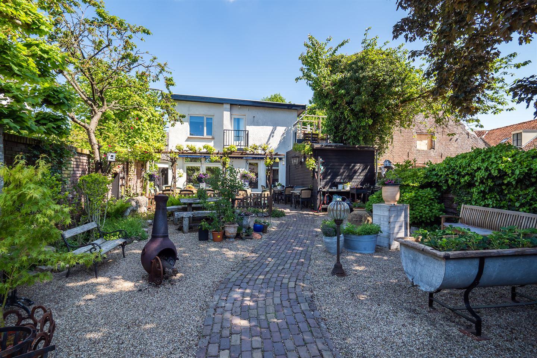 View photo 1 of Overstraat 18