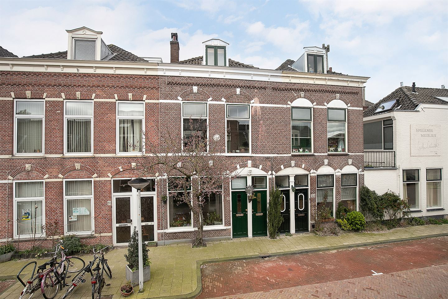 View photo 1 of Poelgeeststraat 22 - 22A