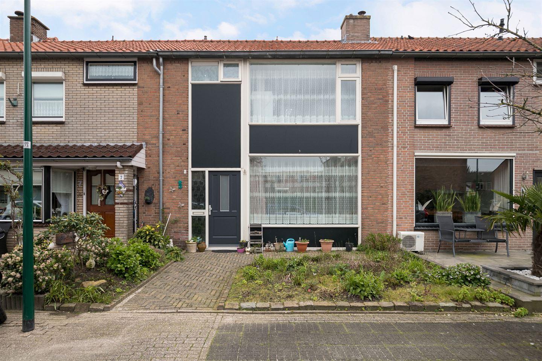 Bekijk foto 2 van Floris van Dijckstraat 9