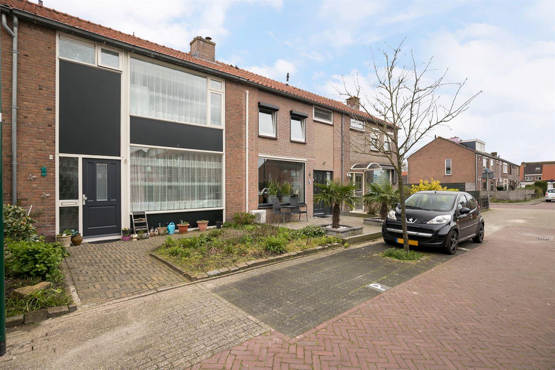 Bekijk foto 3 van Floris van Dijckstraat 9