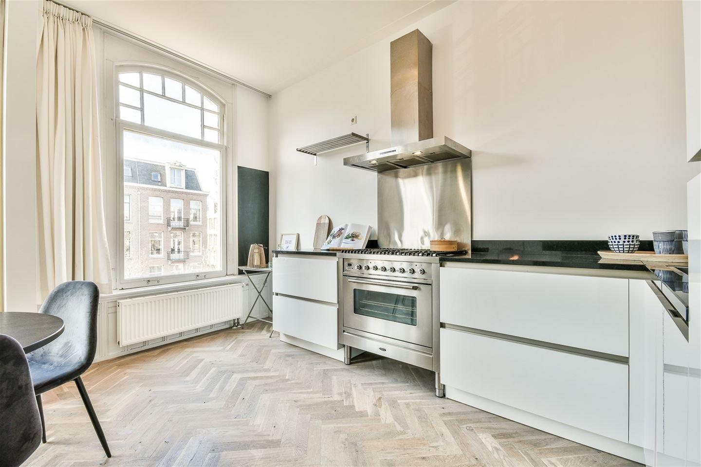Bekijk foto 5 van Van Baerlestraat 57 II