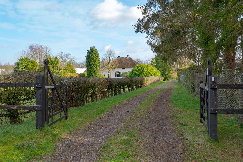 View photo 2 of Overweg 1