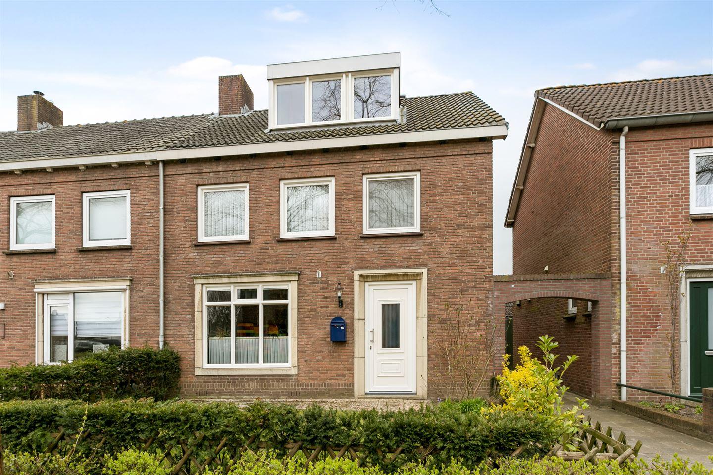 Bekijk foto 1 van Mr. Aalbersestraat 16