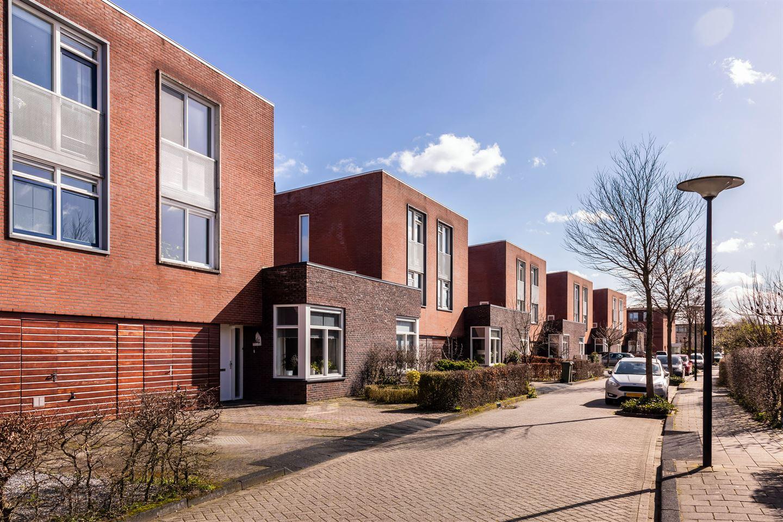 Bekijk foto 1 van J.G. Bastiaansstraat 18