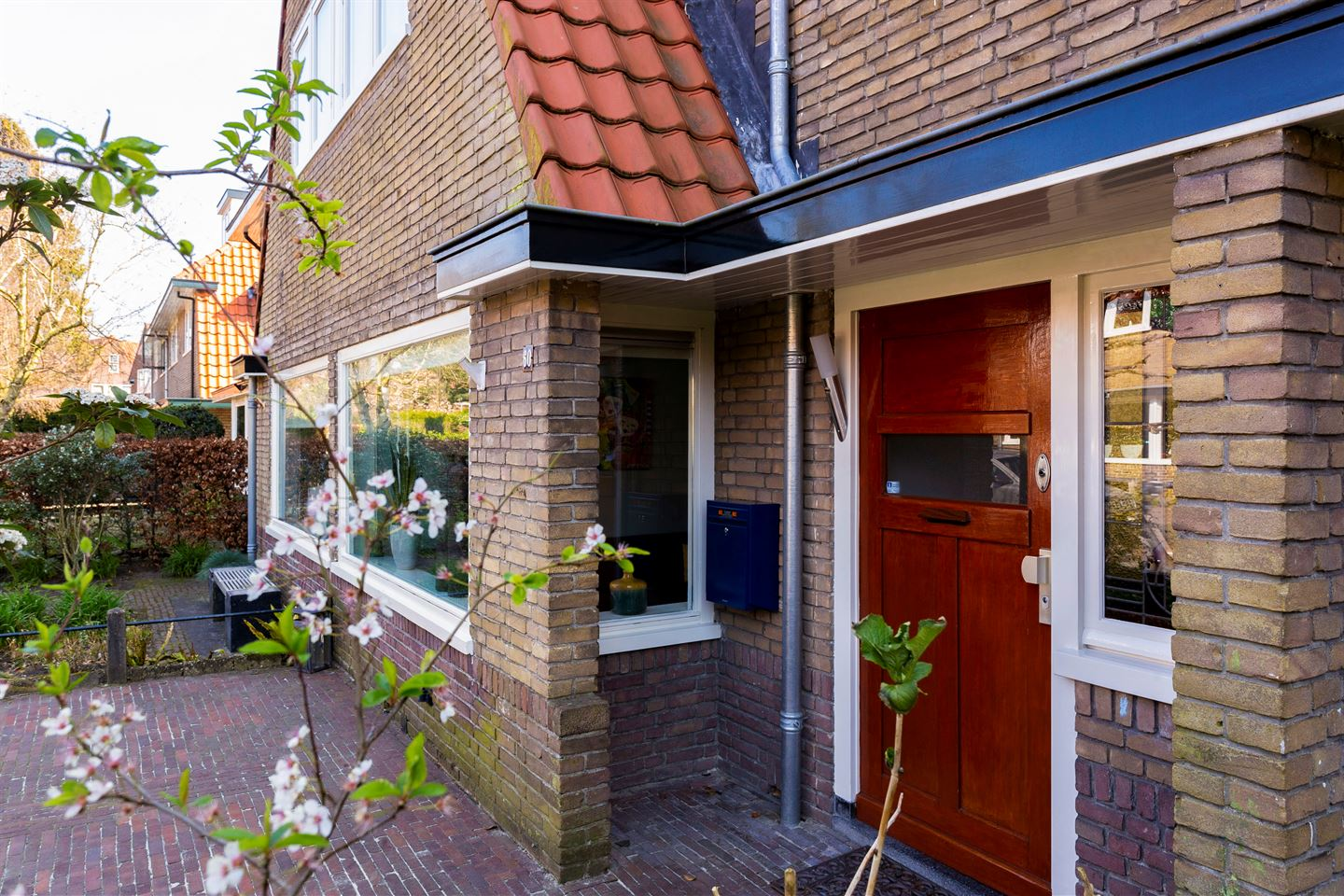 View photo 2 of Lorentzstraat 60