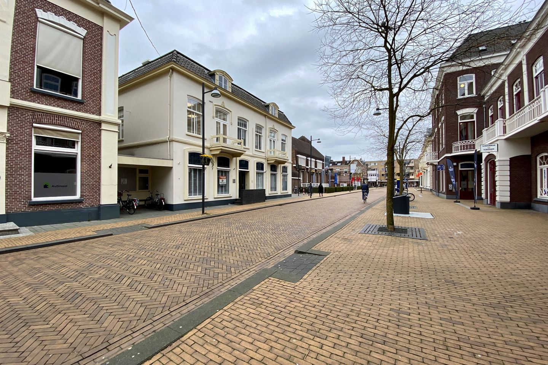 Bekijk foto 2 van Burgemeester van Nispenstraat 6