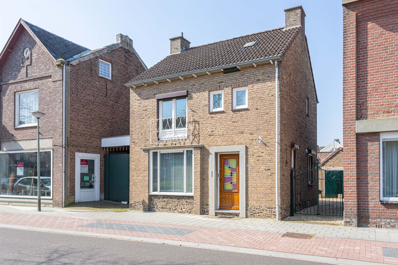 View photo 1 of Raadhuisstraat 107