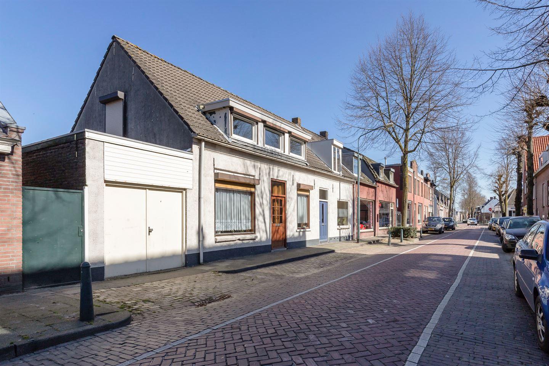 Bekijk foto 2 van Pastoor van Beugenstraat 26