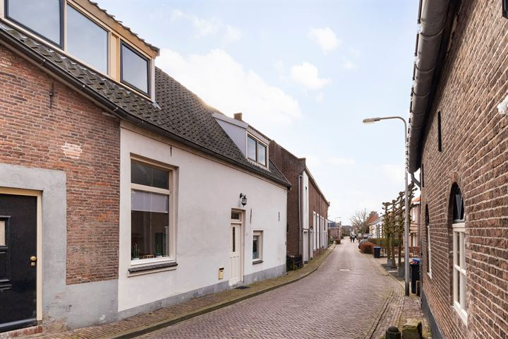 Middenstraat 1 a