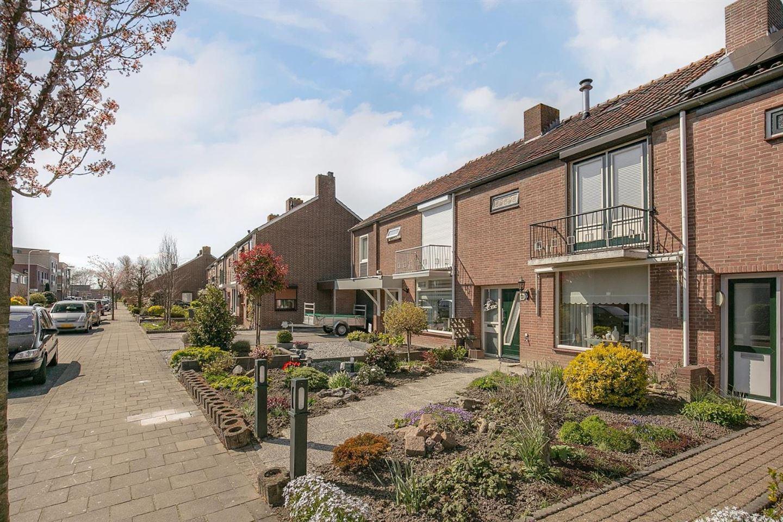Bekijk foto 3 van Jan van Bloisstraat 10