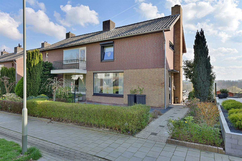 Bekijk foto 1 van Karolingenstraat 16
