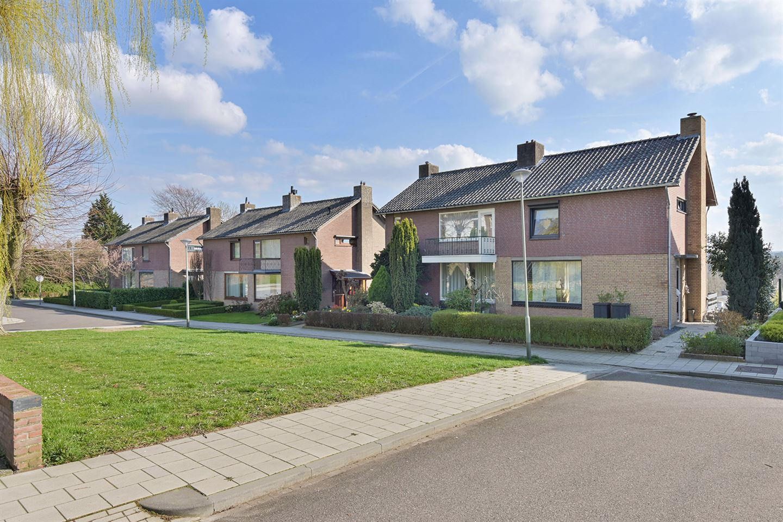 Bekijk foto 2 van Karolingenstraat 16