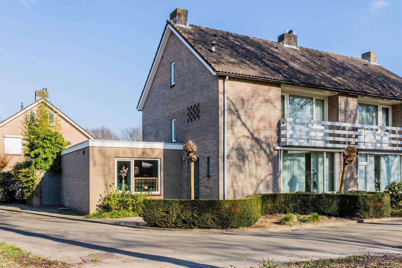 Bekijk foto 1 van Willem Alexanderstraat 62