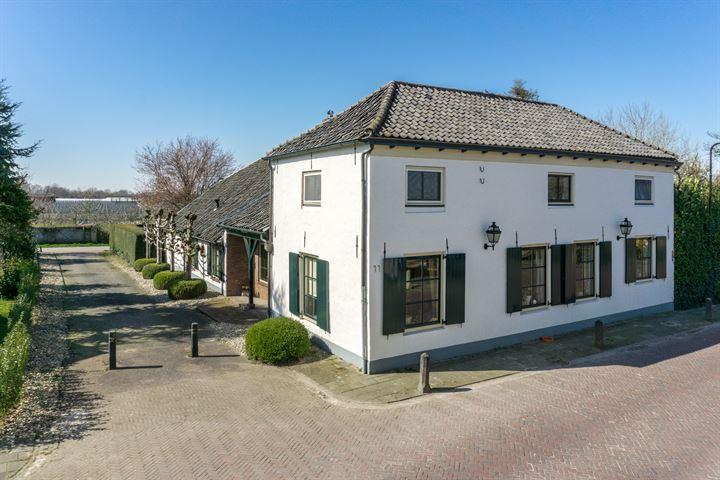 Dorpsstraat 11