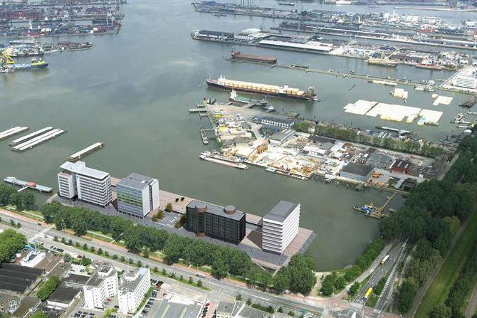 Bekijk foto 2 van Waalhaven Z.z.