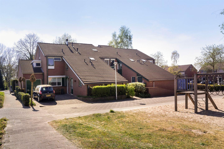 Bekijk foto 2 van Kapelaan Heggestraat 44