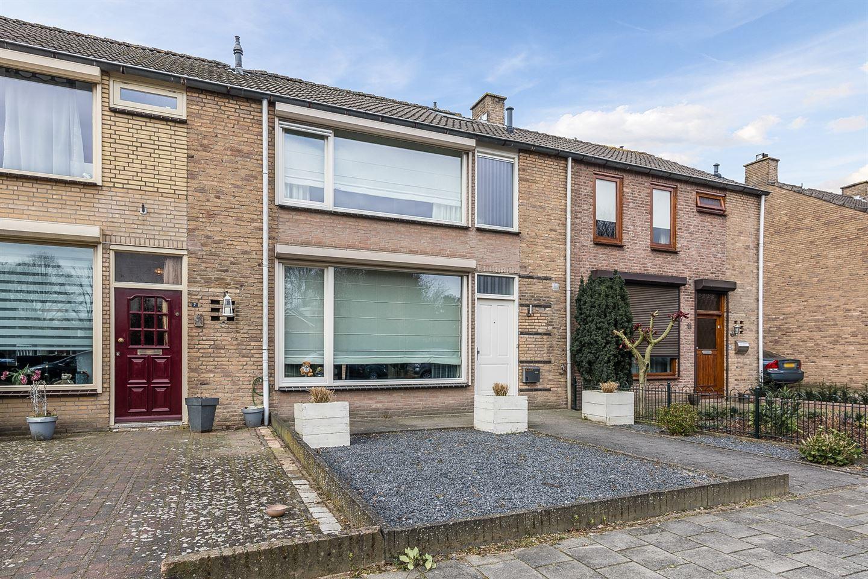 Bekijk foto 2 van van den Hummelstraat 9