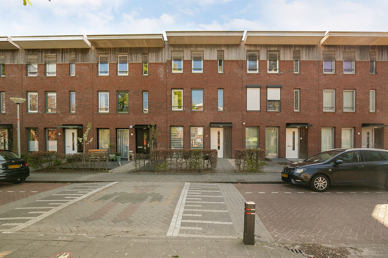 Bekijk foto 1 van Admiraal de Ruyterstraat 19