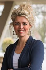Annemiek Besselink (Real estate agent assistant)