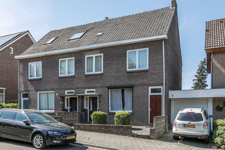 View photo 1 of Kruisbergstraat 8