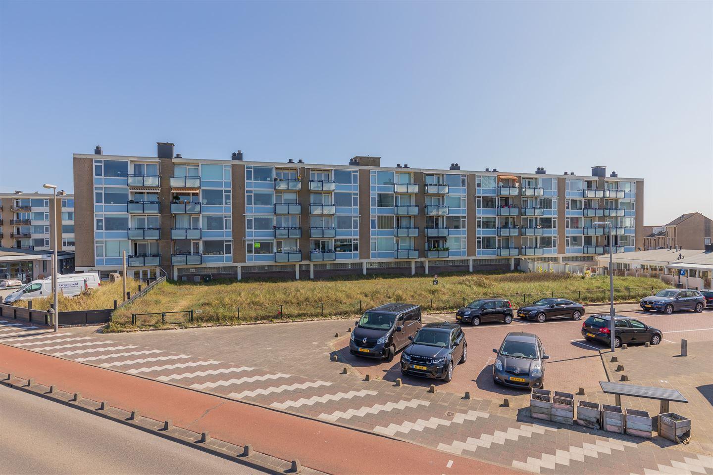 View photo 2 of de Ruyterstraat 90