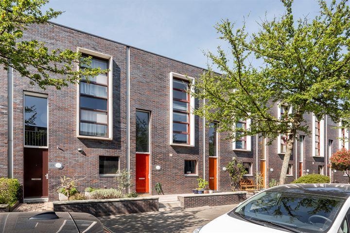 H.P.J. de Vriesstraat 21