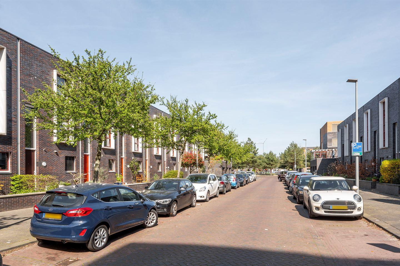 Bekijk foto 2 van H.P.J. de Vriesstraat 21