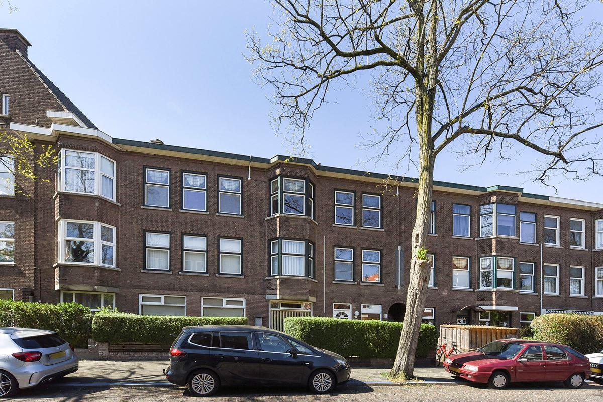 Bekijk foto 1 van van Montfoortstraat 7