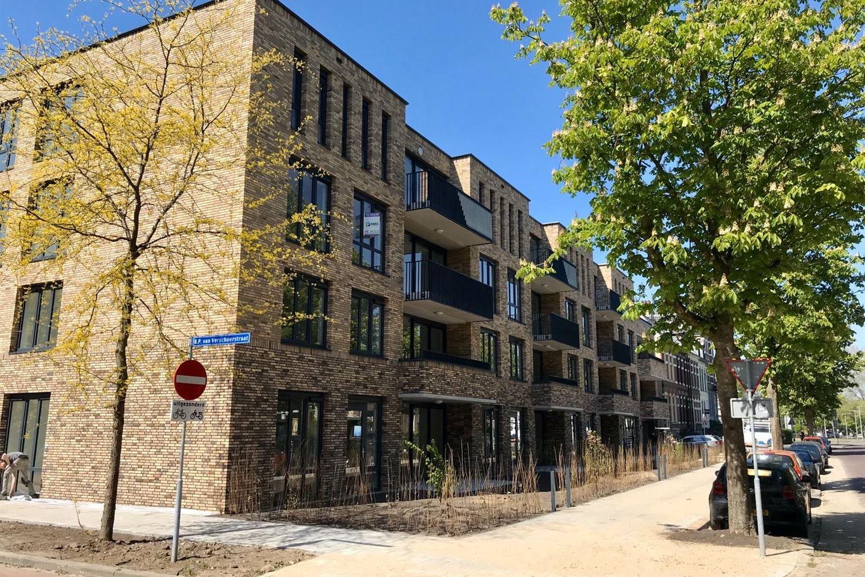Bekijk foto 1 van Van Oldenbarneveldtstraat 24 24