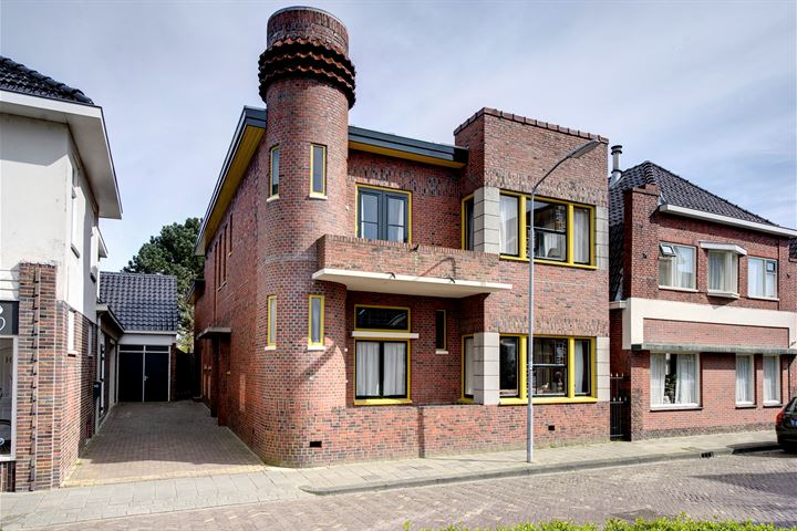 Mennonietenkerkstraat 8