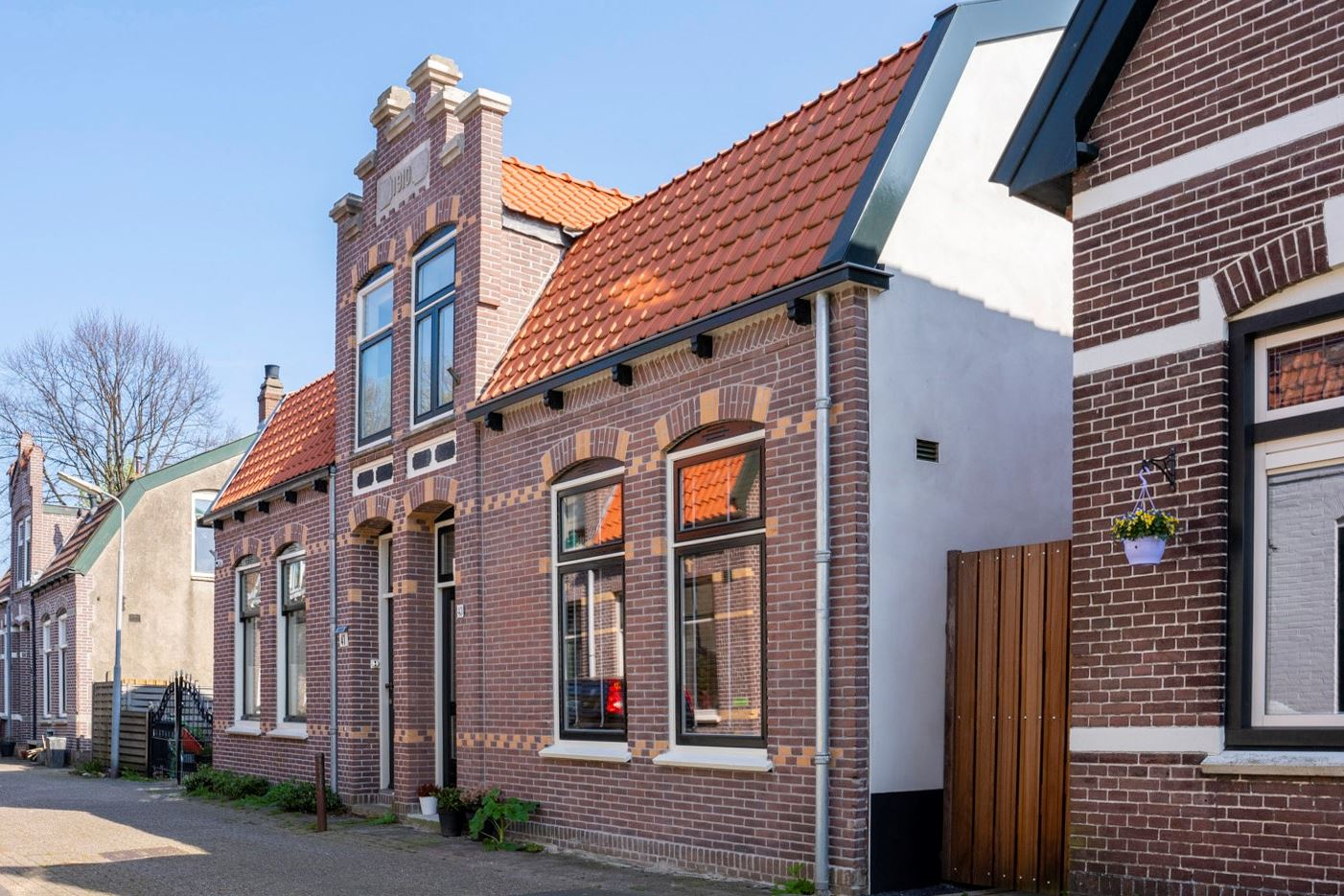 View photo 1 of Parkstraat 43