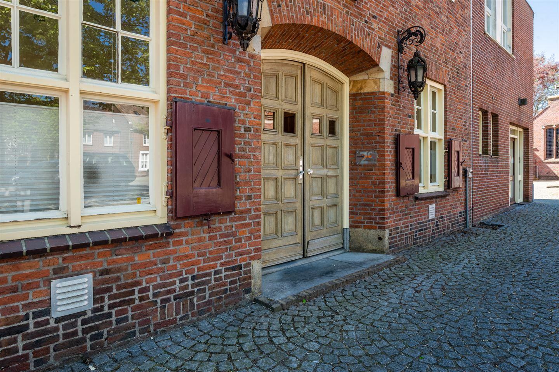 Bekijk foto 2 van Raadhuisstraat 2