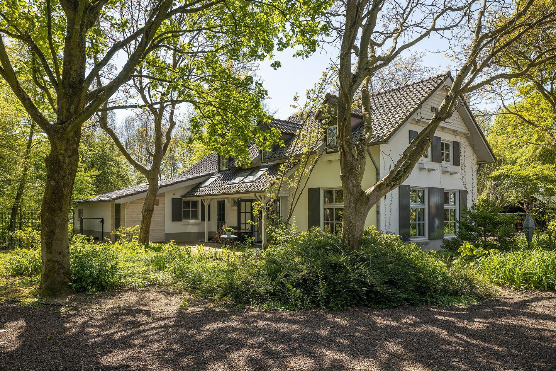 Bekijk foto 2 van Graaf van Solmsweg 1