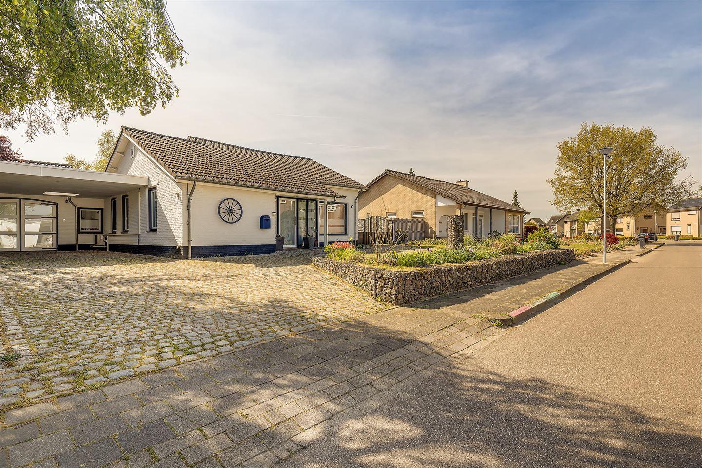 Bekijk foto 3 van Boudewijnhofstraat 4