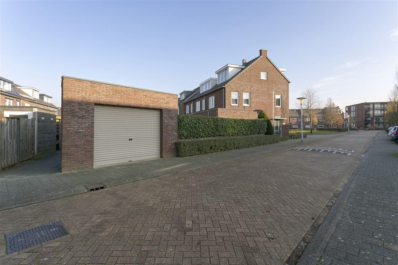 Bekijk foto 2 van Canneveltstraat 16