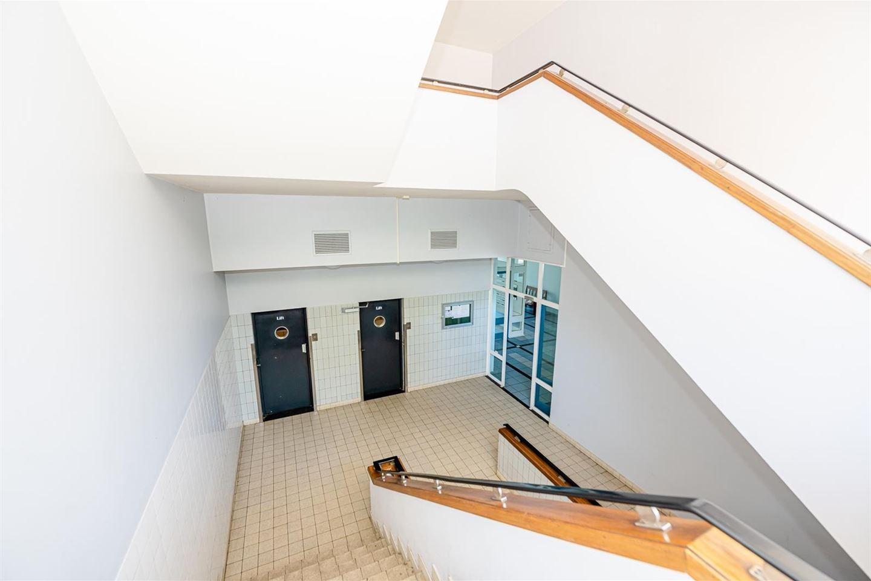 Bekijk foto 2 van Burg. van Grunsvenplein 65