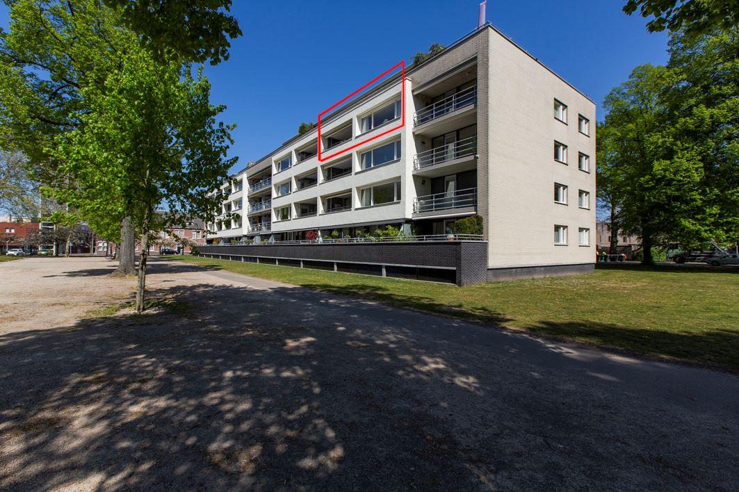 Bekijk foto 1 van Henriette Ronnerstraat 64