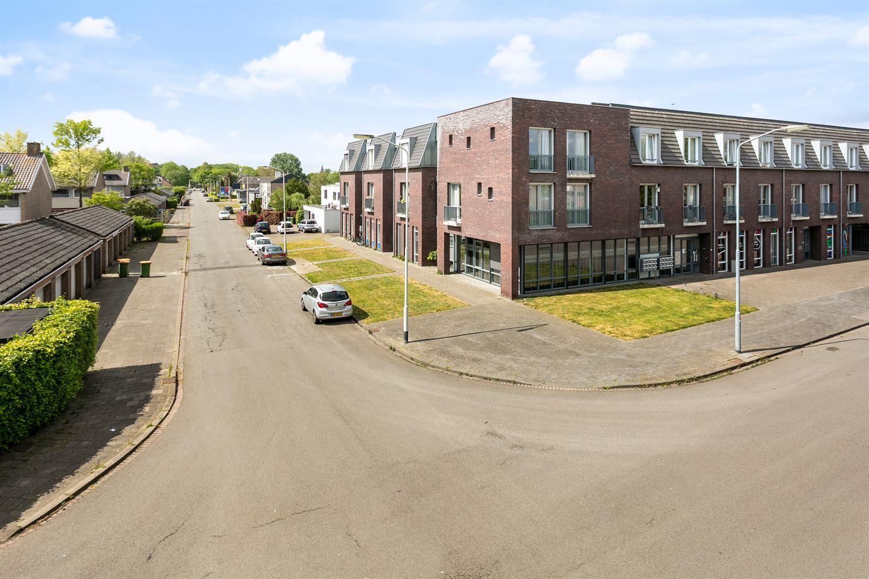 View photo 2 of Mathenessestraat 53 C