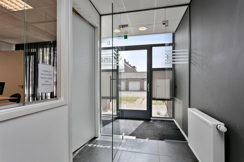 View photo 3 of Mathenessestraat 53 C