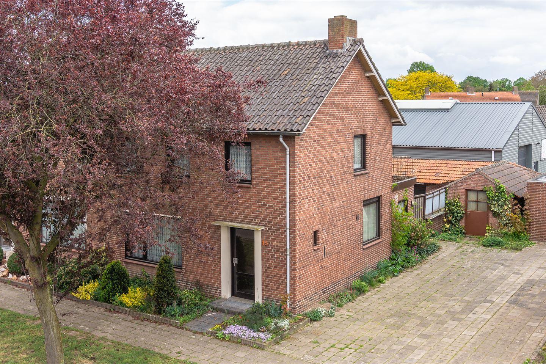 View photo 1 of Beatrixstraat 15