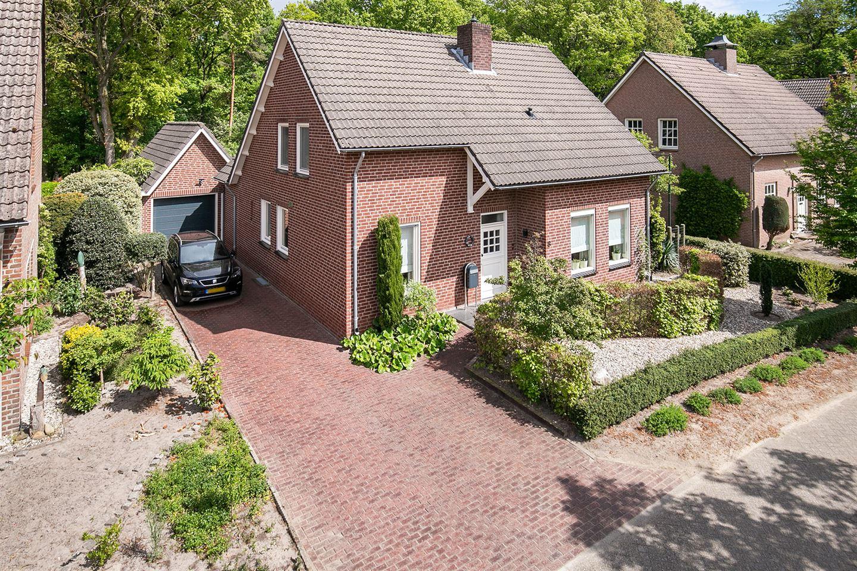 View photo 2 of de Kleffen 8