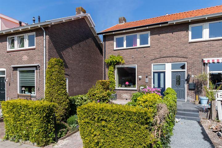 P.M.R. Versteeghstraat 17