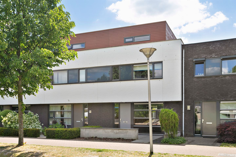 Bekijk foto 2 van Newtonplein 24