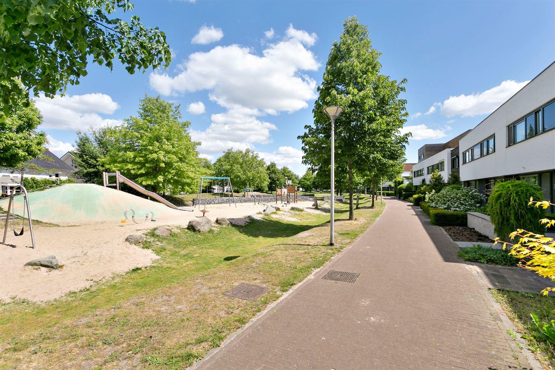 Bekijk foto 3 van Newtonplein 24