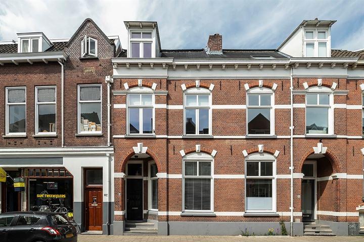 Van Karnebeekstraat 84