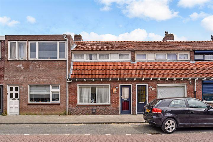 Pastoor Smitsstraat 32