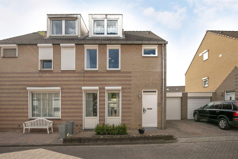 View photo 1 of Coumansstraat 11