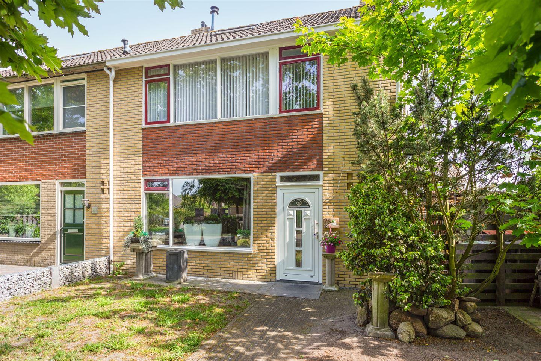 View photo 2 of Kerkstraat 28