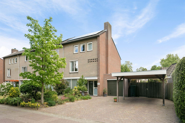 Bekijk foto 1 van Willem Alexanderplein 25